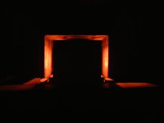 稼働中の連続炉内部